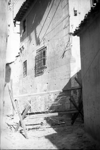 Alambrada junto a la Calle de la Soledad de Toledo en 1936. Fondo del Estudio Fotográfico Alfonso. Archivo General de la Administración. Ministerio de Cultura