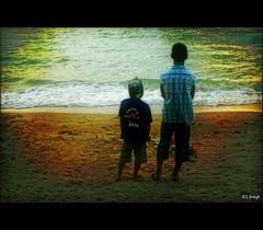 Brothers (e.breizh) Tags: boy sunset music texture beach children thailand asia emotion k10d diamondclassphotographer earthasia totallythailand ebreizh