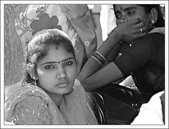 Visages de l'Inde (Christian Lagat) Tags: woman india girl blackwhite noiretblanc femme fille inde andhrapradesh भारत tirumala recadrage 50millionmissing