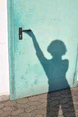 please...... open the door!! (Heidelknips) Tags: door shadow 35mm closed photographers selfie d90 yourfavs