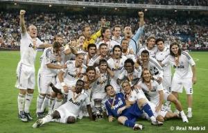 el_equipo_posa_con_la_supercopa_de_espaya