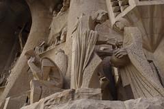 La Sagrada Familia (Montre ce qu'il voit!) Tags: barcelona sculpture espaa statue familia spain gaudi estatua espagne sagrada barcelone statute pentaxk5 ilobsterit julienvidal