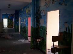 Frauenbergschule Nordhausen: Flur / Floor III (n0core) Tags: lostplaces ruine nordhausen frauenberg schule ddr platte plattenbau abandoned нордхаузен thuringia thüringen