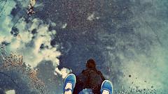 (Juliet Romero) Tags: sombra zapatos cielo nubes reflejo felicidad belleza charco
