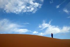 Sáhara. (Victoria.....a secas.) Tags: sky desert dune explore cielo desierto duna marruecos bereber ergchebbi sáhara