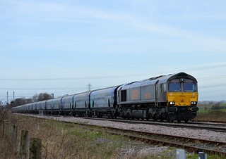66748 approaches Whitley Bridge with the 6H12 Tyne Coal Terminal to Drax p.s., 19th March 2014.