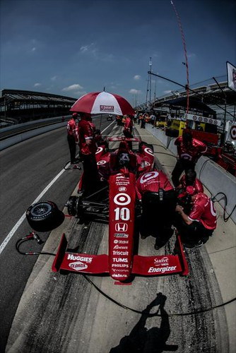Dario Franchitti and crew in pit lane
