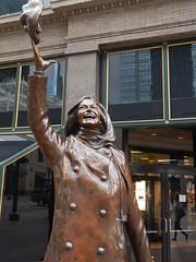 Mary Tyler Moore (The Mind of Matt) Tags: usa minnesota unitedstates minneapolis statues twincities nicolletmall marytylermoore