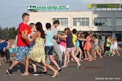 Dancing in the street (Maurits van den Toorn) Tags: street dancing russia strasse tanz russie danser rusland dansen straat russland kolomna
