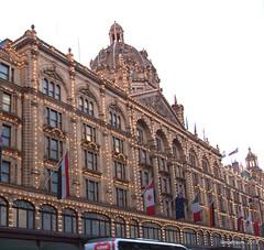 Harrods (Landahlauts) Tags: uk inglaterra england london retail store unitedkingdom harrods knightsbridge departmentstore londres department upmarket reinounido bromptonroad granalmacen