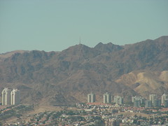 Ciudad de Eilat, en Israel. Aqaba. Jordania (escandio) Tags: aqaba 2007 jordania marrojo