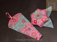 Trio-porta-tesouras e alfineteiro (Débora Binato Patchwork) Tags: costuras alfineteiro agulheiro portatesoura