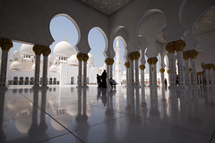 Tourist Time in Holy Spaces (Stephen Lioy) Tags: islam religion uae middleeast mosque emirates abudhabi masjid sheikhzayed grandmosque