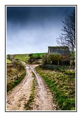 Wantley farm barn (NikonNeil) Tags: england walking countryside farm tracks footpath cotswold
