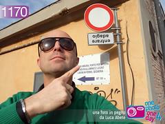 Foto in Pegno n 1170 (Luca Abete ONEphotoONEday) Tags: sunglasses strada finger mano mistake 12 ironic cartello errore strano indice dito febbraio divieto 2014 1170 rovescia