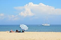 Playa Genoveses, Almera. (eustoquio.molina) Tags: parque beach boat cabo san barco natural gata sombrilla jos yate genoveses baista