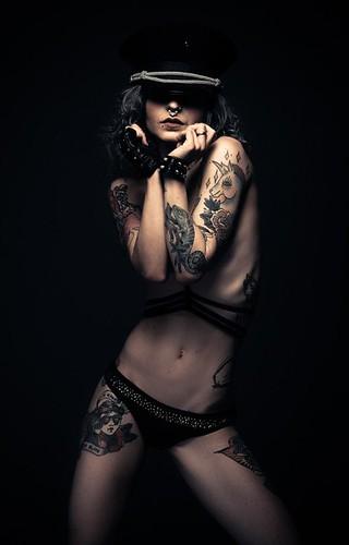 Miele Rancido 🐝 📷 di Yan Bertoni ] ;)::\☮/>> http://www.elettrisonanti.net/galleria-fotografica #rocknroll  #italiansuicidegirls 😎 #punk 🎸 #ramones #mielerancido #nudoartistico 👙 #cannabefree 🌿 #suicidegirls #