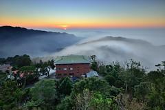 ~雲洞......雲不動~  Clouds sunset (Shang-fu Dai) Tags: taiwan 苗栗 三義 雲洞 雲洞山莊 雲海 clouds sunset nikon d800e af20mmf28d 夕陽 landscape 戶外 formosa 天空 日落