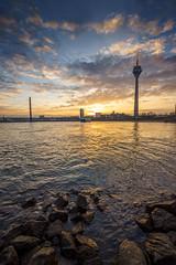 Sonnenaufgang Medienhafen (hansenlord) Tags: sunrise medienhafen düsseldorf fernsehturm rhein sel1635z