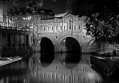 Pulteney Bridge, Bath (jamiegaquinn) Tags: bath fieldtrip pulteneybridge pulteney bridge reflections mono bw