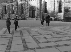 L1004707_v2 (Sigfrid Lundberg) Tags: boys barn skne sweden maze sverige labyrinth domkyrka zm labyrint lundcathedral pojkar lundsdomkyrka biogont235 35mmf20zmbiogon