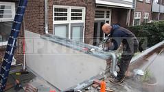 Dakdekker: Stenen scheidingsmuur voorzien van een titaan zinken kap 0.8 dik met waterkering. Deze is bevestigd d.m.v. klanten 1.0 dik. Vervolgens de complete h.w.a. met toebehoren in zink uitgevoerd en het geheel gesoldeerd