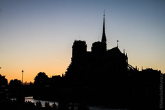 The shadow of Notre-Dame (MauricioMoura.com) Tags: sunset paris france silhouette rio seine river europe cathedral dusk catedral frana places rivire notredame senna cathedrale sena