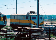 1999-04-09 L301 on the Estoril  line (John Carter 1962) Tags: portugal electric allan rail trains railcar cp railways aec dmu railbus northbritish