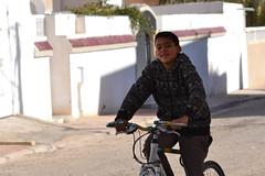 mon cousin sur vlo (Mbarki Nader) Tags: smile bike jaune happy nikon tunisia bikes vert neighborhood shooting rides bicyclette vlo quartier smilyface tozeur bicyclettes nikoniste d3100
