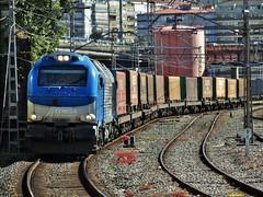335 (firedmanager) Tags: train tren locomotive locomotora ferrocarril freighttrain trena emd 335 dieselelectric mercancías comsa €4000 tramesa eurocargobull