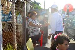 Caminata en la colonia Hacienda Las Bugambilias (Neto Robinson) Tags: tamaulipas pri hacienda bugambilias diputado campaña reynosa alianza sedesol candidato distrito6 distritovi elecciones2013 ietam netorobinson pepeelias ernestorobinson