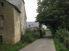 Ehner (L) boerderij en stille dorpsstraat (Arthur-A) Tags: road farmhouse farm luxembourg luxemburg weg straat boerderij ehner