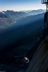 Tlphrique de l'Aiguille du Midi au petit matin (Quentin Douchet) Tags: france montagne alpes transport sommet tph tlphrique rhnealpes chamonixmontblanc massifdumontblanc remontemcanique aiguilledumidi3842m tlphriquedelaiguilledumidi