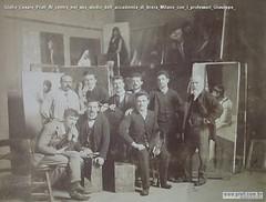 Giulio Cesare Prati Al centro nel suo studio dell accademia di brera Milano con i professori Giuseppe