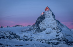 Toblerone Sunrise (PhiiiiiiiL) Tags: christmas pink blue schnee light mist mountain snow berg clouds sunrise landscape schweiz switzerland nikon day glow nebel swiss first peak hour gornergrat zermatt matterhorn merry landschaft sonnenaufgang wallis toblerone valais 70200mm gipfel glhen 4478m d4s hrnlihtte visipix mygearandme mygearandme