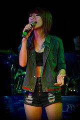 Singer (Rickloh) Tags: woman girl singing performance rick samsung thai singer singers performer nx mirrorless nx11 rickloh nxsg