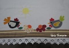 Guardanapo com duas galinhas (vaniathomazim) Tags: flores flor patchwork cozinha guardanapo croche galinhas guardanapos patchcolagem