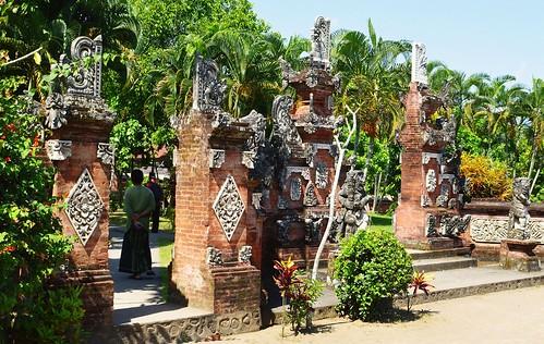 The Pura Lingsar temple / Mataram