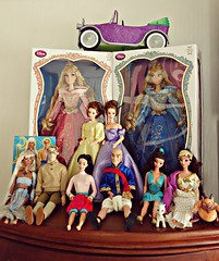 princesses that don't have a home (girl enchanted) Tags: home thailand doll phil display pegasus disney le mattel hercules disneystore 2015 dollyroom megaradoll princessauroradoll sleepingbeautydoll milodoll kidadoll tianascar briarrosedoll thekingandidoll tuptimdoll annaandthekingdoll atlantisdoll princessandthefrogcar