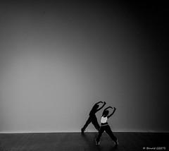 Katja (BenoitGEETS-Photography) Tags: 1100d danseuse dancer hiphop katja paper papier ombre shadow bn bw noiretblanc geets benoitgeets misterblue blackwhite