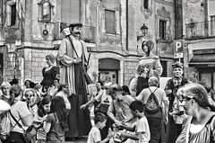 Barcelona holiday.- (ancama_99(toni)) Tags: holiday fiesta barcelona barcellona barcelone nikon d7000 35mm bcn bw blancoynegro blackwhite blackandwhite 10faves 10favs gente people 1000views