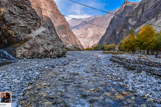Manthokha - River through the valley
