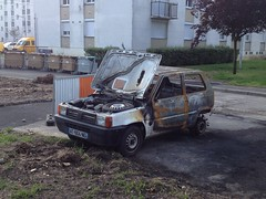Fiat Panda I incendiee AT 604 NG - 23 mai 2013 (Rue Jean Bouin - Joue-les-Tours) 1 (Padicha) Tags: auto new old bridge france water grass car station electric truck river french coach ancient automobile eau indre may police voiture ruine cher rest former 37 nouveau et loire quai franais nouvelle vieux herbe vieille ancienne ancien fleuve nationale vehicule lectrique reste gendarmerie gazon indreetloire franaise pave nouveaut vhicule utilitaire restes vgtalise letramdetours padicha
