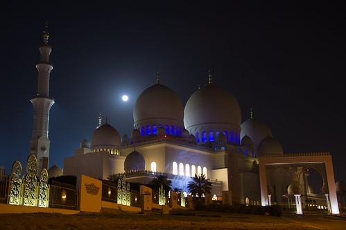 Sheikh Zayed Grand Mosque - full moon 2 ©  Still ePsiLoN