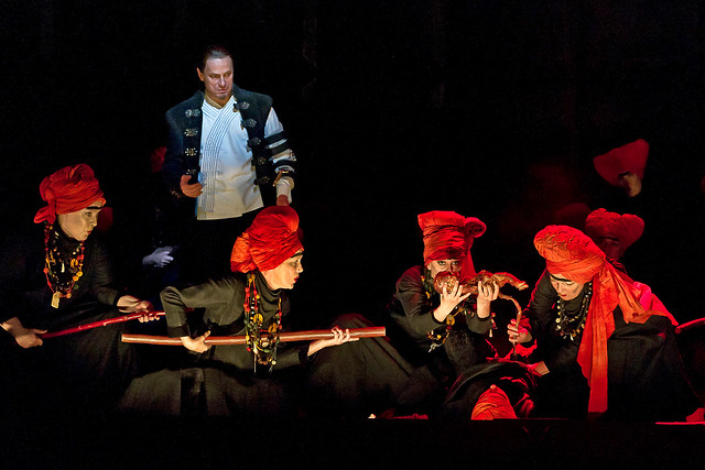"Simon Keenlyside as Macbeth in Phyllida Lloyd's production of Macbeth. The Royal Opera 2011. <a href=""http://www.roh.org.uk"" rel=""nofollow"">www.roh.org.uk</a>"
