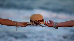entre t y yo (Cani Mancebo) Tags: explore sombrero femenino brazos explored canimancebo