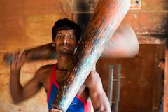 Lutteur à l'entrainement (Jordy B) Tags: india color varanasi couleur homme inde uttarpradesh kushti bénares pahlavani pehlwani