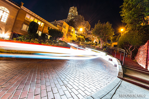 LIGHT TRAIL: LOMBARD STREET