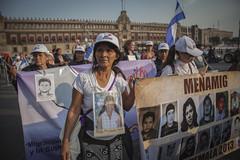 Caravana de Madres de Migrantes Desaparecidos marchan en el Zcalo Capitalino (Cimacnoticias) Tags: catedral mujeres caravana zcalo ciudaddemxico migrantes caravanademadresdemigrantesdesaparecidos emeteriamartnez