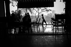 23-02-2014 (Ti nh) Tags: street light bw lake dark cafe child run vietnam hanoi